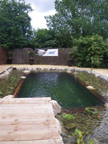 Creation de bassin exterieur elegant les fontaines for Piscine jardin aquatique
